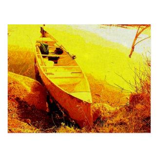 Canoa por la línea de la playa postal