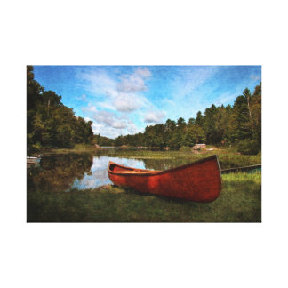 Canoa roja en el banco del lago impresiones de lienzo