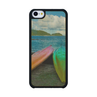 Canoas coloridas en la playa en Pago Pago Funda De iPhone 5C Slim Arce
