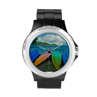 Canoas coloridas en la playa en Pago Pago Reloj