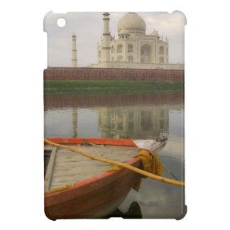 Canoe en agua con el Taj Mahal, Agra, la India
