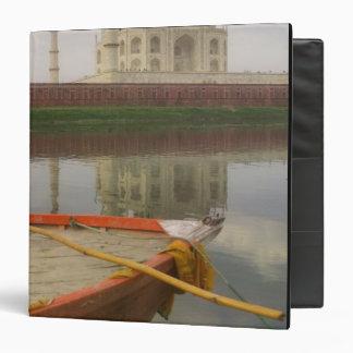 """Canoe en agua con el Taj Mahal, Agra, la India Carpeta 1 1/2"""""""