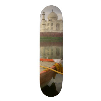 """Canoe en agua con el Taj Mahal, Agra, la India Patineta 8 1/2"""""""
