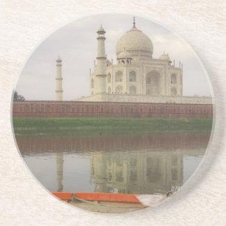 Canoe en agua con el Taj Mahal, Agra, la India Posavasos Personalizados
