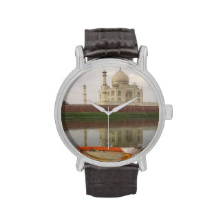 Canoe en agua con el Taj Mahal Agra la India Relojes