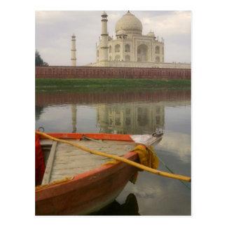Canoe en agua con el Taj Mahal, Agra, la India Tarjeta Postal