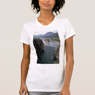 Canoeists río de la montaña territorios del noro camisetas