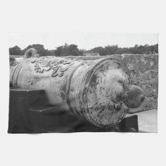 Canon en el bw del fuerte I de St Augustine Toalla De Cocina