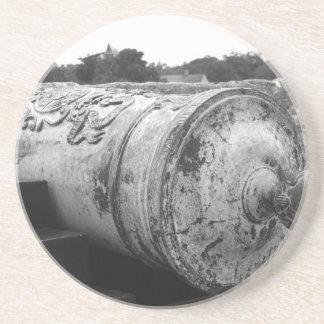 Canon en el bw del fuerte I de St Augustine Posavasos Cerveza