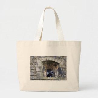 Cañón en el castillo de Edimburgo Bolsa