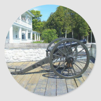 Canon en el fuerte Mackinac Pegatina Redonda