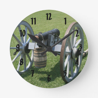 Canon II de S. Augustine Fort contra hierba Reloj Redondo Mediano