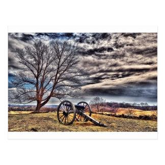 Cañón que espera en la colina del cementerio tarjeta postal