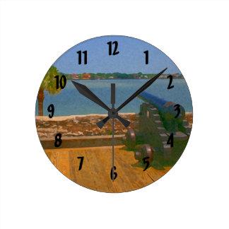 Canon sobre la pintura de la entrada reloj redondo mediano