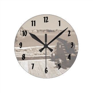Canon sobre la sepia 1 de la entrada reloj redondo mediano