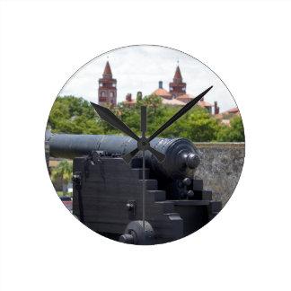 Cañones en Castillo San Marcos Reloj Redondo Mediano