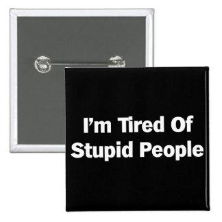 Cansado de gente estúpida pin cuadrado