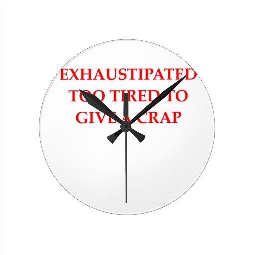 cansado reloj de pared