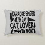 Cantante del Karaoke del amante del gato Cojín Decorativo