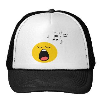 Cantante sonriente gorras de camionero