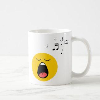 Cantante sonriente taza