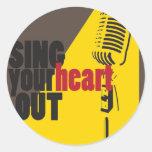 cante su corazón hacia fuera etiqueta redonda