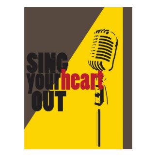 cante su corazón hacia fuera postal