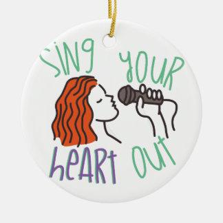Cante y corazón hacia fuera adorno navideño redondo de cerámica