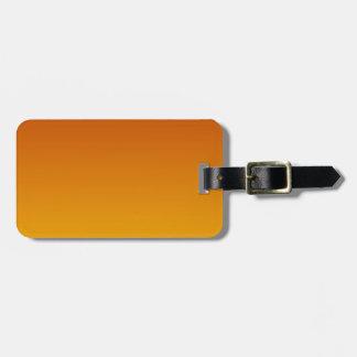 Caoba a la pendiente horizontal ambarina etiquetas maletas