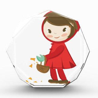 Capa con capucha roja
