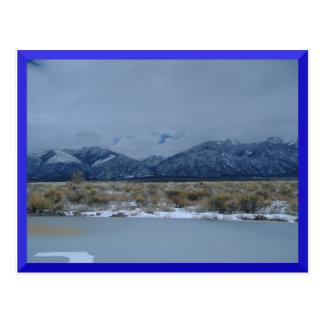 Capa de nubes del CO sobre la postal de las