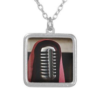 Capa del micrófono del vintage collares