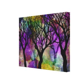 Capas de árboles en fondo de la mica lienzo envuelto para galerías