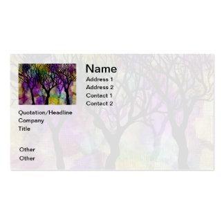 Capas de árboles en fondo de la mica plantilla de tarjeta personal