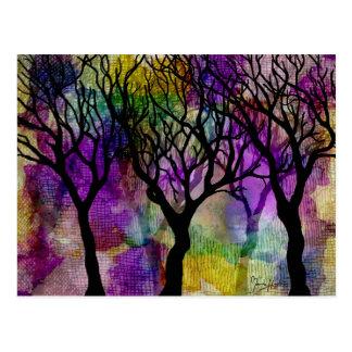 Capas de árboles en fondo de la mica postales