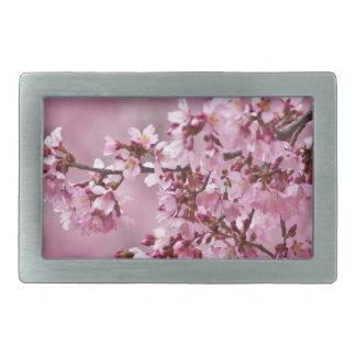 Capas del rosa en colores pastel de las flores de hebilla cinturón rectangular