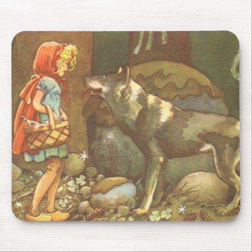 Caperucita Rojo y lobo del vintage en bosque Alfombrilla De Ratón