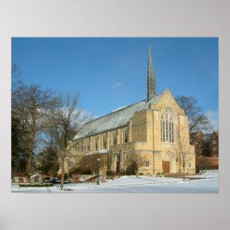 Capilla de Harbison en invierno en la universidad Póster