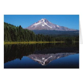 Capilla del soporte reflejada en el lago tarjeta pequeña