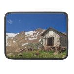 capilla en el parque nacional de Stelvio Funda Para Macbook Pro
