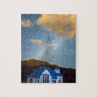 Capilla mágica en el cielo de la vía láctea de la puzzle con fotos