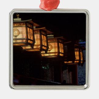 Capilla magnífica de Inari, Fushimi, Kyoto, Japón Adorno Cuadrado Plateado