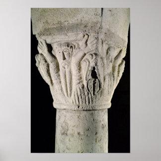 Capital de columna con un hombre con los brazos au póster