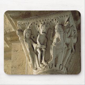 Capital de columna, representando St Benedicto a d Alfombrilla De Raton