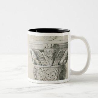 Capitales bizantinos de columnas en el cubo del tazas de café