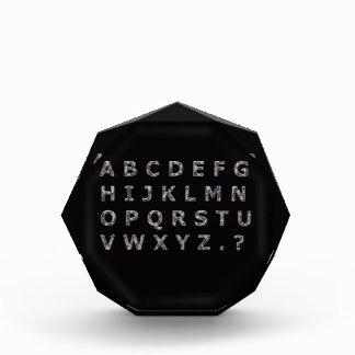 Capitales martillados alfabeto del cromo