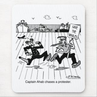 Capitán Ahab persigue a un manifestante Mousepads