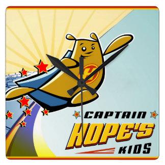 Capitán Hope Cityscape Reloj De Pared