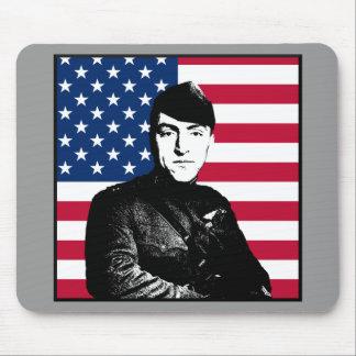 Capitán Rickenbacker y la bandera de los E.E.U.U. Alfombrillas De Raton