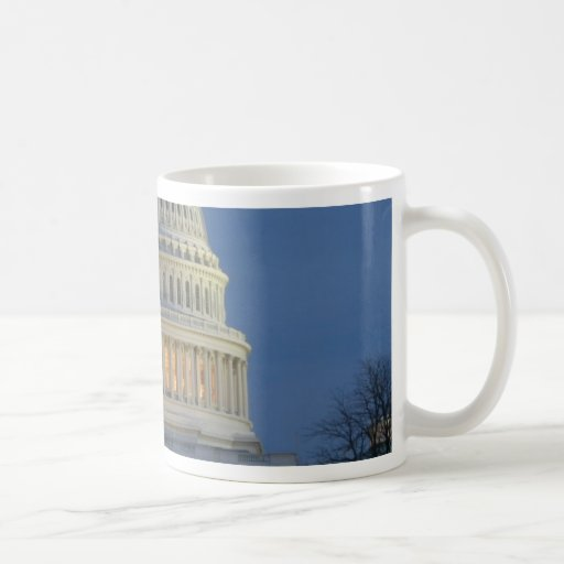 Capitolio de los E.E.U.U. que celebra la foto del Taza Básica Blanca